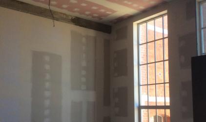 gestripte ruimte loft met raam
