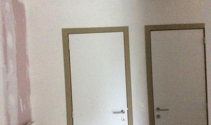 gestripte ruimte witte deuren